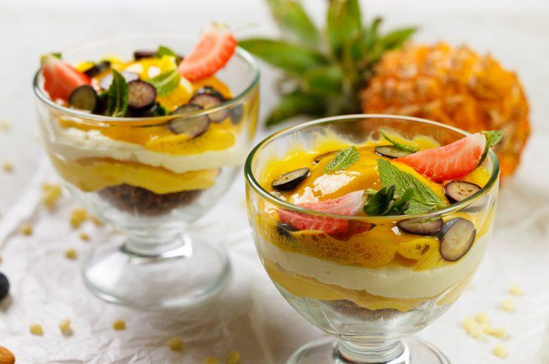 Kremowy deser mango-marakuja