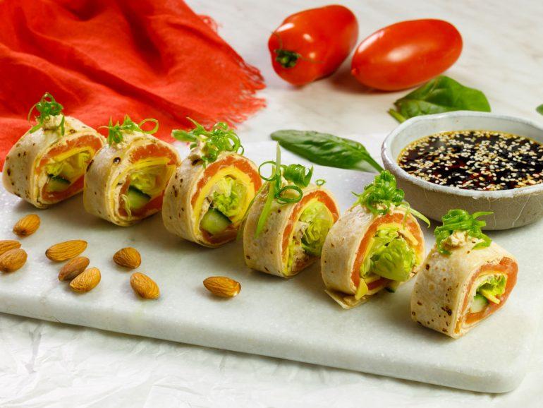 Sushi z tortilli z plastrami Simply V o smaku wyrazistym, łososiem i ogórkiem
